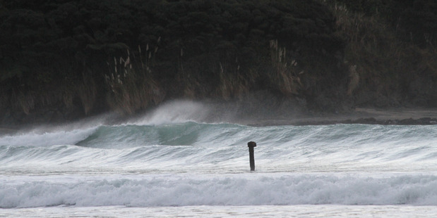 NO LONGER: The visible marker of the Favourite at Shipwreck Bay is no longer in place and as a result some say the remainder of the wreck below is a hazard. PHOTO/Francis Melley