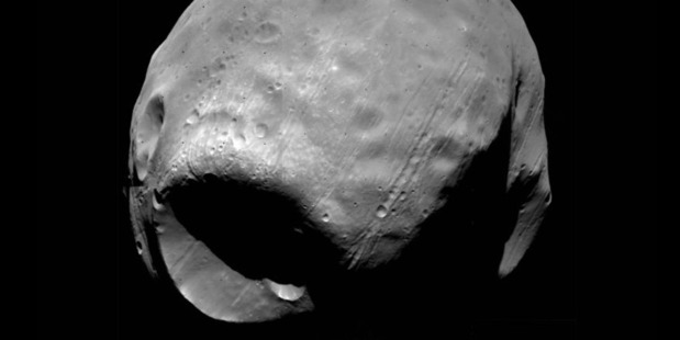 Researchers have demonstrated for the first time how an asteroid or comet could have caused the mega crater on Martian moon Phobos. Credit: Lawrence Livermore National Laboratory
