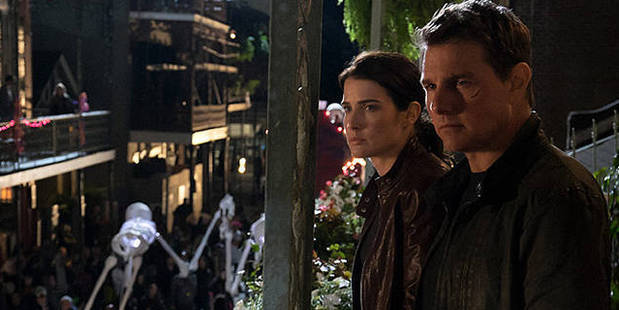 Cobie Smulders plays Turner and Tom Cruise plays Jack Reacher in Jack Reacher: Never Go Back.