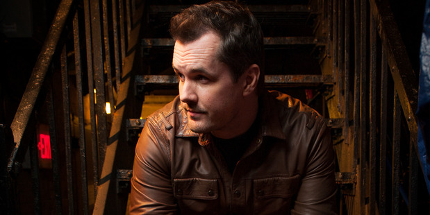 Comedian Jim Jefferies claim Azelia Banks is a liar and is on Russell Crowe's side.