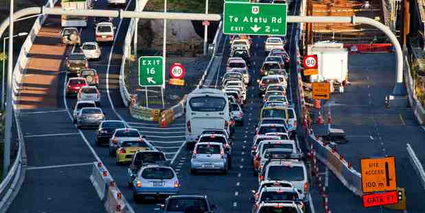 Motorists escaping the cities can expect delays at choke points over Labour weekend. Photo/Dean Purcell