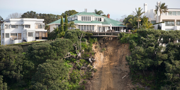 Loading This clifftop house (left) was demolished and the vacant Parnell section has just sold for $9.25m. Photo / Greg Bowker