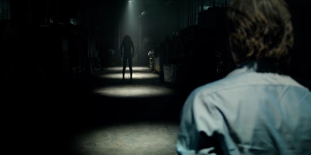 A scene from the movie Lights Out.