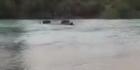 Watch: 4WD goes for a swim in the Waimakariri River