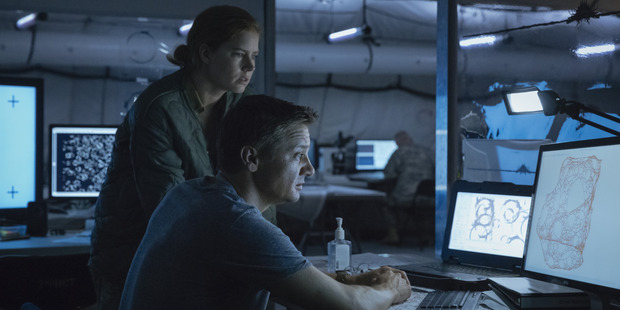 Amy Adams and Jeremy Renner star in Arrival.
