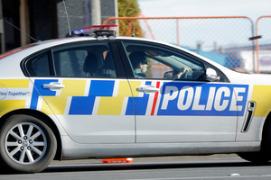 Auckland police raid homes for stolen property