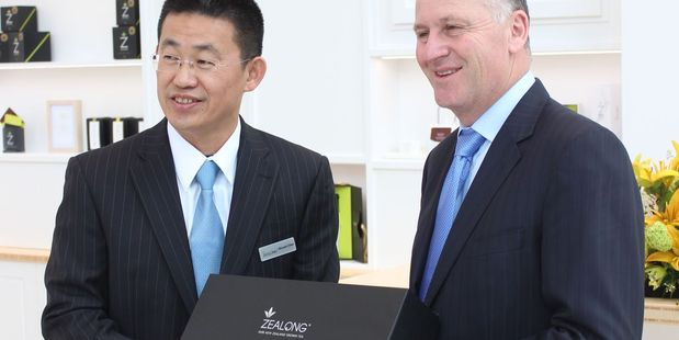 Zealong founder Vincent Chen with Prime Minister John Key.
