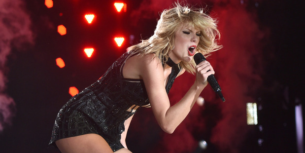 Singer/songwiter Taylor Swift perfoms onstage during the Formula 1 USGP on October 22, 2016 in Austin Photo / Getty