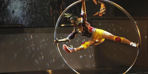 Cirque Eloize's.