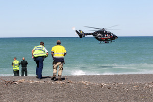 Emergency services at the spot where a Tauranga man drowned in Hawkes Bay. Photo/Paul Taylor