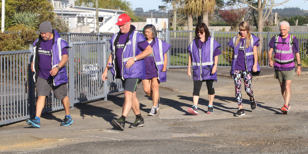 Kelvin Davis (second left) setting off from Awanui School on the first of his seven marathons in seven days.