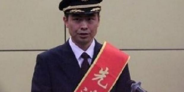 Captain He Chao at an awards ceremony in China this week. Photo / Weibo