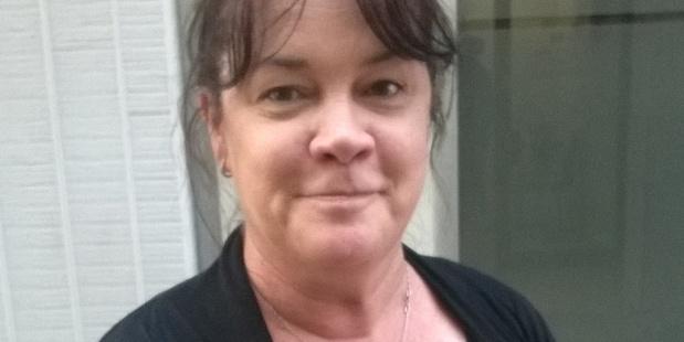 Loading Michelle Wooten, 47, Customer Service Rep  101116RK12BOP