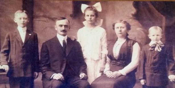Trump Family Portrait: Fred (left), Frederick, Elizabeth, Elizabeth Christ, and John, 1918. Photo / Wikimedia