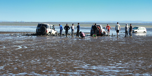 Cars became stranded on mud flats at Blockhouse Bay, Auckland on October 30 trying to salvage the car. File photo / Doug Sherring