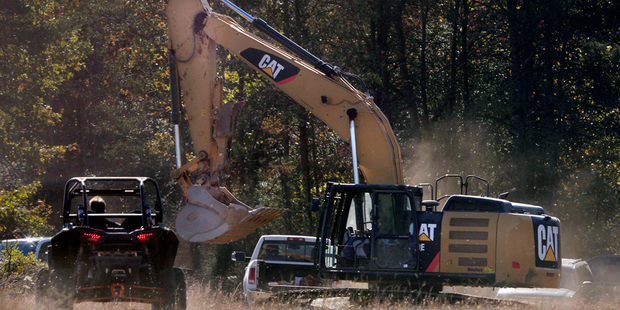 Investigators use heavy equipment to work the crime scene on property ownb y Todd Kohlhepp in Woodruff. Photo / AP