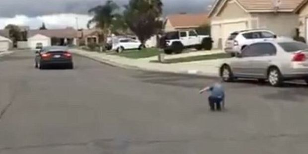 The boy runs to fetch his tooth from the street after the controversial extraction. Photo / LiveLeak
