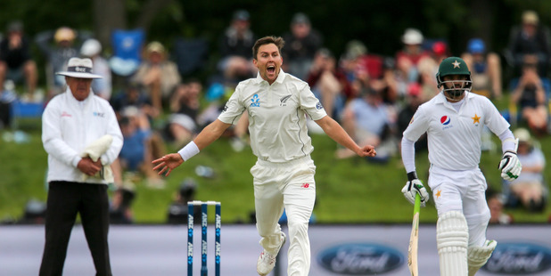 Trent Boult appeals unsuccessfully during day three of the first test against Pakistan. Photo /Getty