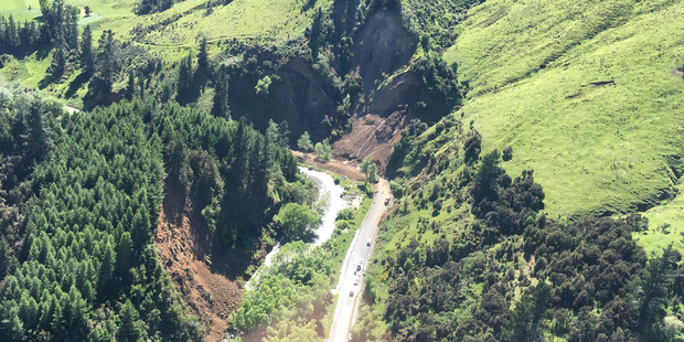 Loading Contractors try to clear a major landslide on the Kaikoura Inland Rd. Photo/Kurt Bayer