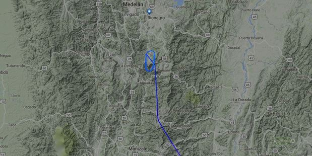 The flight radar map shows LAMIA Bolivia RJ85, registration CP-2933 crashed near Medellin, Colombia.