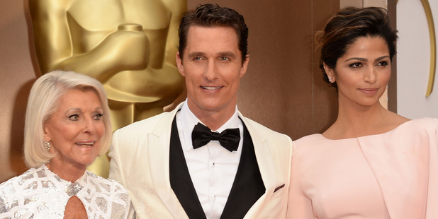 Matthew McConaughey (c) with mother Mary Kathlene (L) and wife Camila Alves attends the Oscars. Photo / Getty