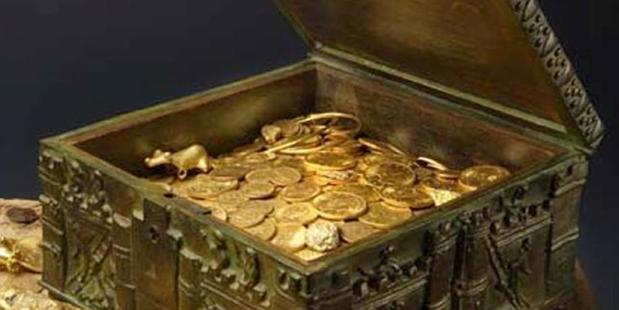 A photo provided by Forrest Fenn shows a chest purported to contain hundreds of gold coins, gold nuggets and other artefacts that he says he buried in the mountains. Photo / AP