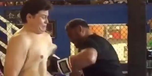 Emiliano Rivera absorbs Mark Hunt's powerful body shot. Photo / YouTube