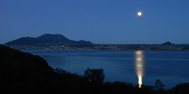 The full moon captured over Lake Taupo from Acacia Bay. Photo / NZME.