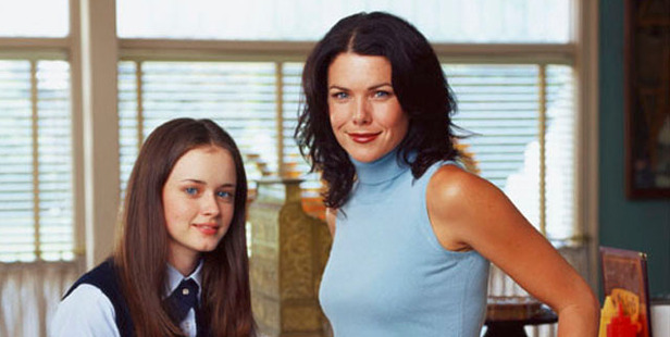 Alexis Bedel as Rory and Lauren Graham as Lorelai star in the TV show Gilmore Girls.