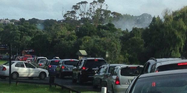 Traffic backs up near the fire. Photo / Rachelle Luxford