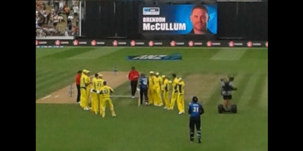 The Australian cricket team form a guard of honour for New Zealand captain Brendon McCullum ahead of the deciding ODI in Hamilton. Photo / Twitter
