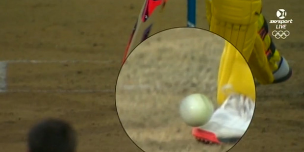 The source of the controversy, ball hits the foot of Mitchell Marsh. Photo / Skysport