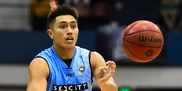 Reuben Te Rangi of the Breakers passes the ball for the New Zealand Breakers. Photo / Getty Images
