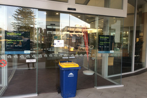 Vinko Bosnyak has dumped his un-emptied recycling bin outside Auckland Council's Takapuna office in protest. Photo / Supplied