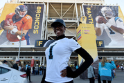 Fans arrive for Super Bowl 50 at Levi's Stadium before the Denver Broncos take on the Carolina Panthers in Santa Clara, California. / AFP / Timothy A. CLARY