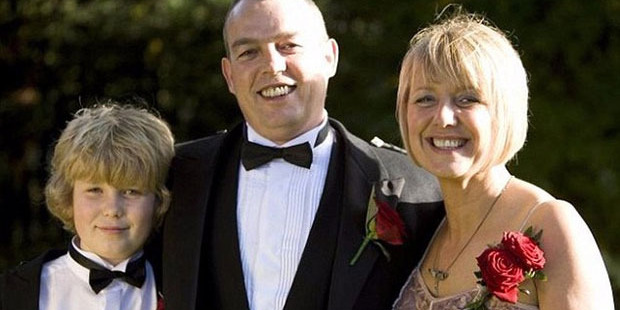 Gordon Williamson with his wife and son Ewan, who died while walking a remote trail in Australia