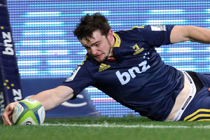The Highlanders paid tribute to Richard Buckman after the wing was injured scoring a try. Photo / Getty