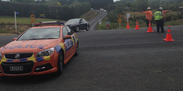 The traffic cordon ends at the Matua Rd intersection. Photo / Catherine Gaffaney