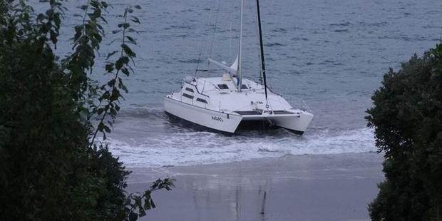 The 40-foot vessel came ashore at Hahei beach. Photo / Graham McKenzie
