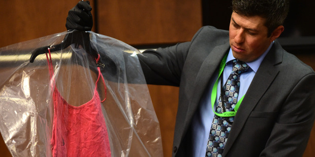 Longmont Det. Mark Deaton holds up evidence for the jury during the trial. Photo / AP
