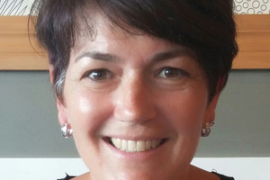 Lynne Marshall fell 3 metres onto rocks at Takapuna February 8 while walking with her two daughters, Mollie and Portia.