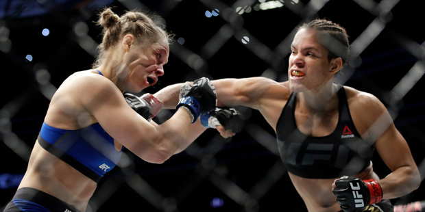 Amanda Nunes connects with Ronda Rousey in the first round of their bout at UFC 207. Photo/AP Photos