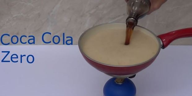 After revealing the sugar content in Coke, Coke Zero is tested. Photo / YouTube, Home Science