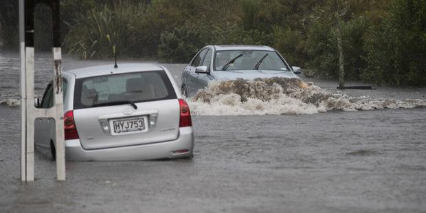 Drivers make their way through flooding on Portland Road, Remuera, Auckland. Photo / Brett Phibbs