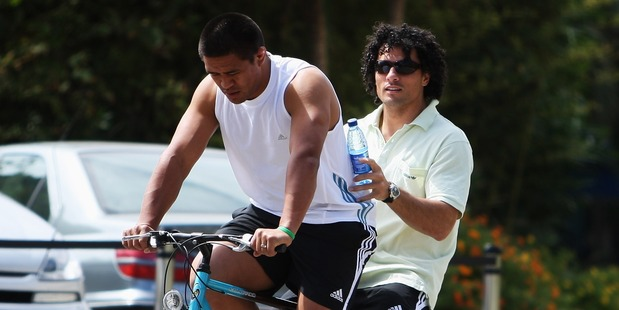 Doug Howlett hitches a ride with Kevin Mealamu. Photo / Getty Images