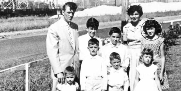 Marianne Schmidt (right, circled) in undated family photo with her parents and siblings on Wanda Beach in 1965. Photo / News Limited