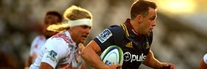 Ben Smith makes a break during the Super Rugby match against the Chiefs. Photo / photosport.nz