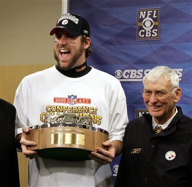 Pittsburgh Steelers quarterback Ben Roethlisberger, center, holds the AFC Championship trophy with Steelers Chairman Dan Rooney after Pittsburgh advanced to Super Bowl XL in 2006. The Steelers won a record six Super Bowl titles during Rooney's time. Photo/AP