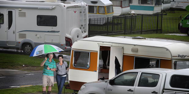 Kent and Gay Pickett have travelled to Mount Maunganui, from Morrinsville, for the long weekend and were not put off by the wet weather. Photo/John Borren
