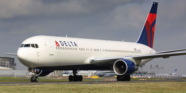 Delta will offer customers nearly $14,267 to give up seats on overbooked flights. Photo / 123RF